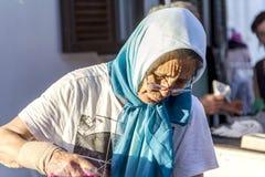 Продавец базара с шарфом Стоковая Фотография