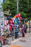 Продавец воздушного шара в лете на турецком городке Стоковые Фото