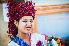 продавец Красочное изображение с женщиной стоковая фотография rf