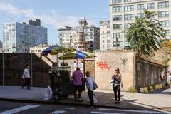 Продавец пить в Dumbo стоковые фото