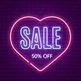 Продажа дня валентинок Неоновое зарево ретро вектор шаблона Стоковое Изображение