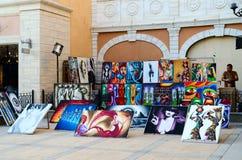 Продажа картин на улице в районе дела и покупок и развлечений Il Mercato, Sharm El Sheikh, Египта Стоковое Изображение RF