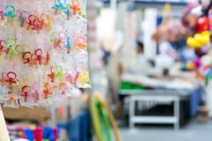 продажа pacifiers сахара на покровителе Стоковые Фото