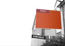 ПРОДАННЫЙ знак агента по продаже недвижимости Стоковые Изображения RF