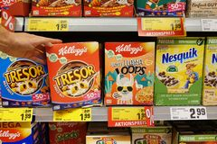 Продукты завтрака в магазине стоковые изображения
