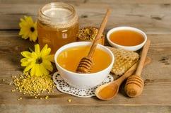 Продукты мед пчелы, цветень, соты Стоковое Изображение RF