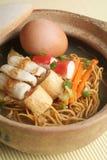 продукты моря лапши claypot стоковая фотография rf