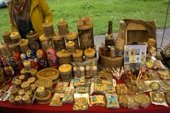 Продукты от расшивы березы на продажах противопоставляют для продажи как сувениры Стоковое Фото