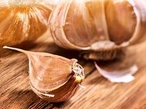 Продукты eco шарика и гвоздичного дерева чеснока от доск страны деревянных Стоковые Фото