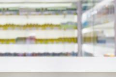 Продукт здравоохранения на полках в магазине фармации Стоковое Фото