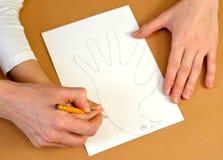 Продукция карточки дня ` s валентинки карточки подарка с голубями Постепенный процесс: чертеж шеи и головы голубя Стоковая Фотография RF