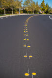 Проезжая часть асфальта линий оси Стоковая Фотография RF