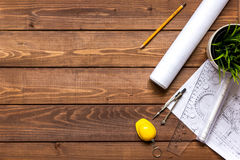 Проектируйте деревянный работая настольный компьютер с взгляд сверху квартир чертежей Стоковое Фото