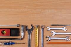 Проектируйте инструменты, инструменты ключа на деревянной таблице Стоковое Изображение