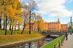 Проектируя замок Mikhailovsky, канал лебедя, Panteleymono стоковое фото