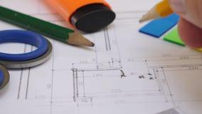 Проект архитектора чертя дома или квартиры видеоматериал
