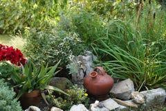 Проект сада Интересное расположение домашнего сада с стоковая фотография