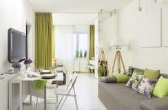 прожитие кухни квартиры 3d нутряное представляет комнату Стоковые Изображения RF