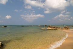 Прозрачная волна моря стоковые изображения rf