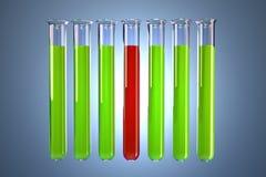 Прозрачные пробирки с покрашенными жидкостями Концепция химического анализа Содержит путь клиппирования Стоковые Изображения RF