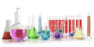 Прозрачные стеклянные химические флаконы вполне с покрашенный жидкостный и пустой beaker изолированный на предпосылке перевод 3d Стоковые Изображения
