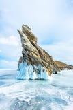 Прозрачный лед на Lake Baikal около острова Ogoy Сибирь, Россия стоковые изображения