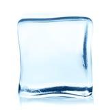 Прозрачный куб льда с отражением изолированный на белизне Стоковые Фото