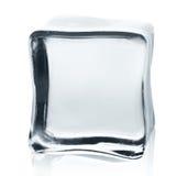 Прозрачный куб льда с отражением изолированный на белизне Стоковое фото RF