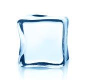Прозрачный куб льда с отражением изолированный на белизне Стоковое Изображение