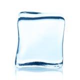 Прозрачный куб льда с отражением изолированный на белизне Стоковое Изображение RF