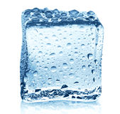 Прозрачный куб льда с отражением изолированный на белизне Стоковые Фотографии RF