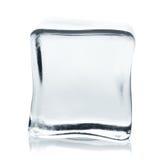Прозрачный куб льда с отражением изолированный на белизне Стоковые Изображения RF