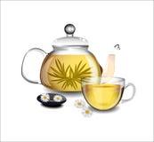 Прозрачный чайник и чашка чаю Стоковые Фотографии RF