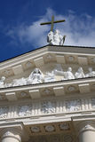 Произведение искысства на фасаде собора Стоковая Фотография RF