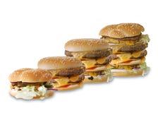 Произведите фраи бургера и француза говядины на деревянном столе изолированном на b стоковые изображения
