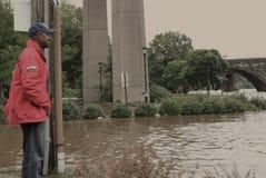 производить съемку nutter мэра michael flooding Стоковое Изображение