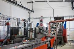 Производственная линия для обрабатывать отхода пластмассы в facto стоковая фотография