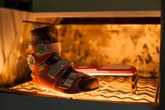 Производство ботинок ` s детей стоковая фотография rf