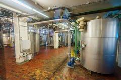 Производственная линия шоколада в промышленной фабрике Стоковое фото RF