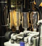 Производство дуновения пластичной бутылки горячее Стоковые Фотографии RF