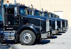 Прокат перевозит автостоянку на грузовиках Стоковая Фотография RF