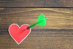прокалыванное сердце стрелки Стоковые Изображения RF