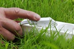 прокладка силы руки травы лежа Стоковое фото RF