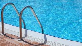 Прокладывать рельсы вход в водный бассейн видеоматериал