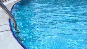 Прокладывать рельсы вход в водный бассейн акции видеоматериалы