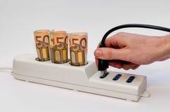 Прокладка силы с деньгами и штепсельной вилкой Стоковые Изображения RF