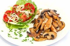 Прокладки курицы Турции и грибы кнопки с салатом томата Стоковые Изображения