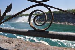 Прокладывать рельсы дизайн на Ниагарском Водопаде, Канада Стоковая Фотография RF