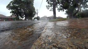 Проливной дождь и хмурое небо видеоматериал