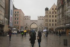Проливной дождь на улицах Мюнхена стоковые фотографии rf